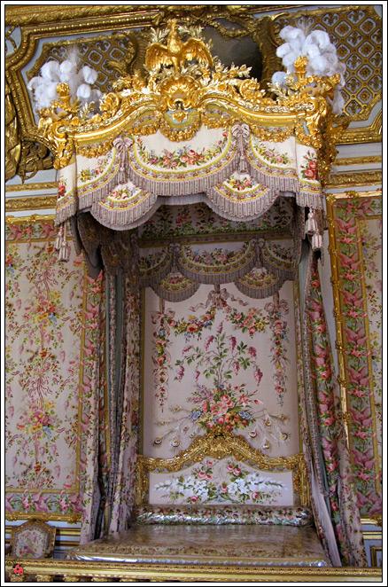 уже позже, читая про экспозицию дворца, я наткнулась на упоминание Королевского Театра и Галереи Битв...